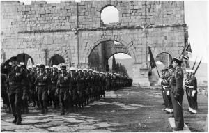 Die französische Fremdenlegion bei einer Parade in Algerien 1958